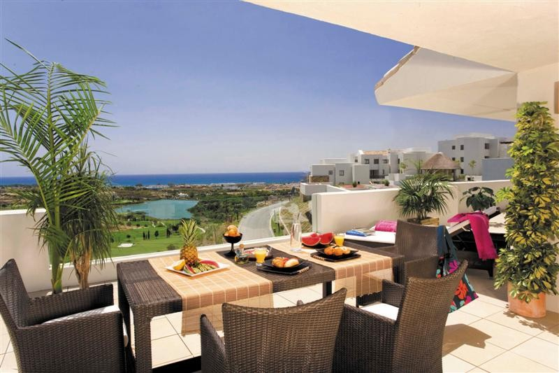 Front line golf apartments for sale in Estepona & Benahavís