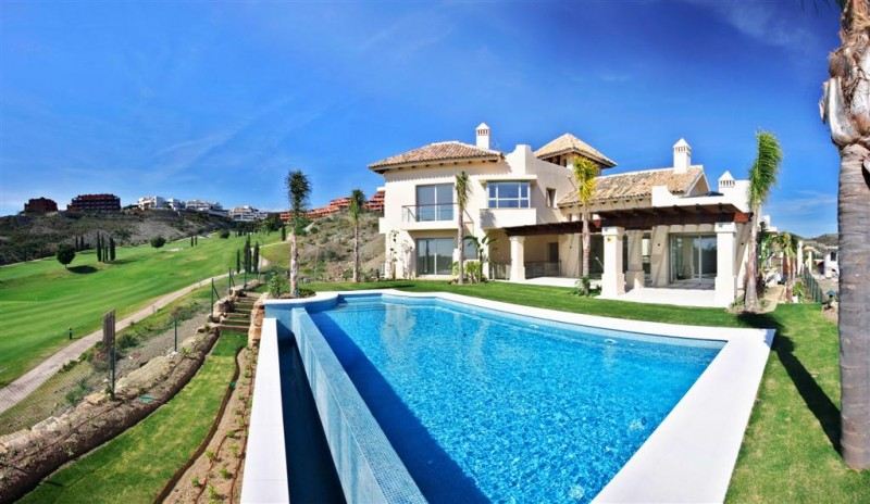 Front line golf villas for sale in Estepona & Benahavís