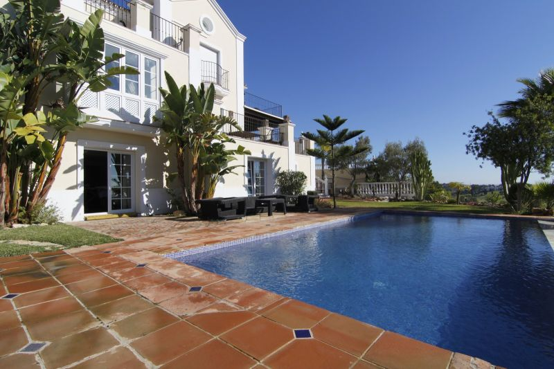 Villas for sale in El Paraiso, Estepona
